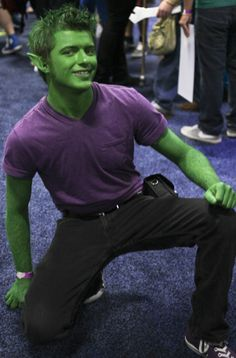 Trick-or-Treat Costume Idea - Very simple, but all in all, it's a great Beast Boy cosplay! I don't see many that have well-coordinating skin and hair color! Teen Titans Cosplay, Dc Cosplay, Teen Titans Costumes, Teen Boy Costumes, Male Cosplay, Best Cosplay, Cool Costumes, Cosplay Costumes, Costume Ideas