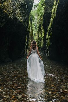 Organic riverbed elopement inspiration shoot in Oneonta Gorge of Oregon / Jess Hunter