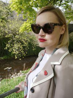 Kimberley from Wardrobe Conversations wearing Swinton sunglasses in Vanilla Tortoise