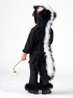 You've never seen such a sweet-smelling skunk as your little mademoiselle in this cuddly costume. Diy Halloween Costumes For Kids, Vintage Halloween, Vintage Witch, Halloween Halloween, Halloween Makeup, Christmas Costumes, Baby Skunk Costume, Baby Costumes, Costumes