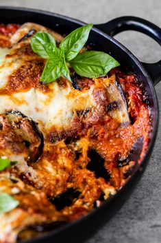 Eggplant involtini stuffed with herby ricotta filling baked in rich tomato sauce is a delicious vegetarian dish, perfect for dinner. Lunch Recipes, Dinner Recipes, Healthy Recipes, Bean Recipes, Healthy Food, Eggplant Rolls, Spicy Eggplant, Roasted Tomato Sauce, Spinach Bake