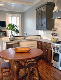 Kitchen renovation ideas! This lovely yet simple kitchen design idea is the perfect inspiration to add a touch of light and heart to your kitchen. Custom Kitchen Cabinets, Custom Kitchens, Kitchen Furniture, Cool Kitchens, Kitchen Decor, Design Inspiration, Touch, Heart, Simple