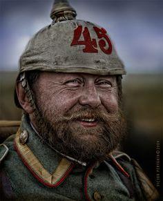 Бывалый вояка #1916 #первая #мировая #война #барабанщик #полк #вояка #борода #шлем #шинель Автор: Виктор Перякин