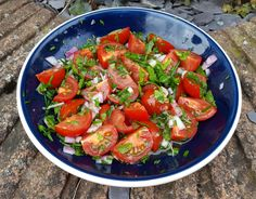 This herby tomato salad is fantastically easy and really tasty. It's perfect for summer barbecues, parties, picnics. Tomato Salad, Caprese Salad, Summer Barbecue, Barbecues, Picnic, Salads, Tasty, Recipes, Food