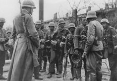An NCO from the 389th Regiment briefs his men before an attack in Stalingrad - See more at: http://ww2today.com/11th-november-1942-germans-try-to-take-the-last-pockets-of-stalingrad#sthash.TwLhNeMT.dpuf 389th briefing Stalingard