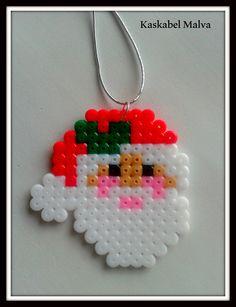 Papá Noel en hama beads midi. Pídeme el que más te guste. Follow me in fb.