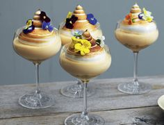 Mousse with passion fruit and meringue – good recipe for dessert Mousse, Desert Recipes, Gourmet Recipes, Food Plating Techniques, Molten Lava Cakes, Party Finger Foods, Plated Desserts, Easy Desserts, Meringue Desserts
