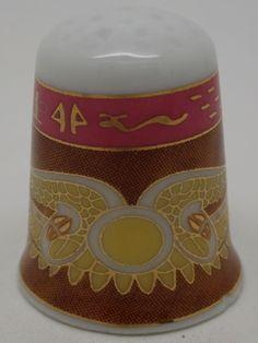 Dedal de cerámica con motivos egipcios de Ra.