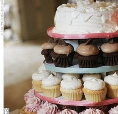 Dessert: Dozen Cupcakes, Pittsburgh. Picture: Lisa Kyle Photography. Image found on theknot.com