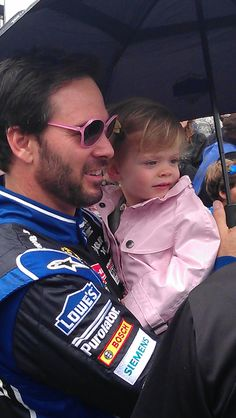 Jimmy and Genevieve before the Daytona 500.  What a good daddy!--  #TheDaytona500