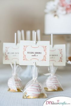 Cake Pops Platzkarten - Hochzeit Gastgeschenke Ideen The Effective Pictures We Offer You About wedding cakes simple ideas A quality picture can tell you many things. You can find the most beautiful pi Wedding Favors And Gifts, Creative Wedding Favors, Inexpensive Wedding Favors, Elegant Wedding Favors, Handmade Wedding, Rustic Wedding, Wedding Guest Gifts, Wedding Rings, Wedding Presents For Guests