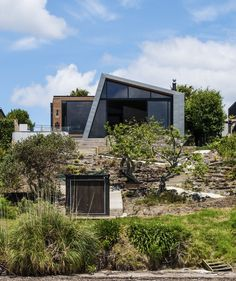 Built by Dorrington Architects & Associates in Auckland, New Zealand with date 2012. Images by Emma-Jane Hetherington. A contempory home incorporates the charming but time-worn house, and capitalises on the stunning views on offer. Th...