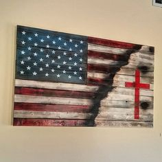 Rustic American flag with cross custom made for my amazing mother. Rustic American flag with cross custom made for my amazing mother. Pallet Crafts, Pallet Art, Diy Wood Projects, Woodworking Projects, Woodworking Shop, Pallet Flag, Woodworking Apron, Woodworking Furniture, Pallet Ideas