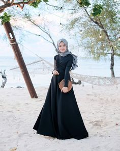 42 new Ideas style hijab pantai – Hijab Fashion 2020 Modern Hijab Fashion, Abaya Fashion, Muslim Fashion, Modest Fashion, Fashion Dresses, Casual Hijab Outfit, Hijab Chic, Casual Dresses, Hijab Dress Party
