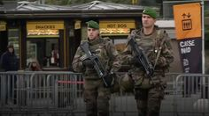 Lo stato di emergenza conferisce alla polizia francese poteri straordinari: polemiche e proteste.