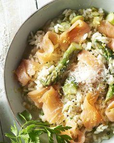 Aaah, risotto! Wie houdt er niet van een heerlijke kom dampende romige rijst met lekker veel parmezaan? Good Food, Yummy Food, Fish Recipes, Food Inspiration, Cobb Salad, Foodies, Seafood, Cabbage, Favorite Recipes