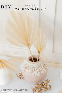 DIY Palmenblätter basteln So you can make beautiful palm leaves from paper. A DIY inspired by the be Leaf Crafts, Diy Home Crafts, Easy Diy Crafts, Diy Crafts For Kids, Boho Diy, Boho Decor, Diy Home Decor For Apartments, Decorative Leaves, Origami Tutorial