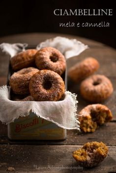 Ciambelline alla mela e cannella - Cinnamon and apple donuts