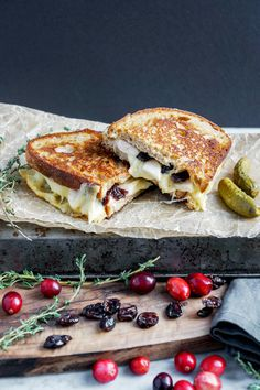 Gourmet grilled-cheese with apples and cranberries (vegan option) via @eyecandypopper