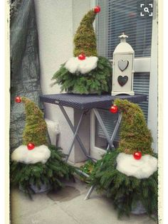 Christmas Decorations - 11 pretty, cute, funny and inexpensive ideas for Christmas - DIY Bast . Christmas Gnome, Rustic Christmas, Christmas Projects, Winter Christmas, All Things Christmas, Christmas Wreaths, Christmas Ornaments, Christmas Ideas, Christmas Lights