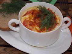 Для его приготовления подойдет филе любой рыбы, главное, чтобы в нем не было ни одной косточки. Помимо основного продукта и омлета в него можно добавить практически любые овощи. Это может быть болгарский перец и помидоры, лук и чеснок, кабачок/патиссон или тыква, цветная капуста (она готовится гораздо быстрее белокочанной) или брокколи, морковь или картофель. Словом, все, что душе угодно. Кстати, не будет лишней и зелень. Ингредиенты для 5 порций — 350 г. рыбного филе; — 2 яйца; — 3-4 ще...
