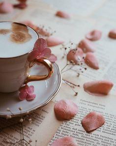 Coffee Shot, My Coffee, Coffee Time, Teacup Flowers, Flower Tea, Good Morning Coffee, Coffee Break, Tea Display, Breakfast Photo