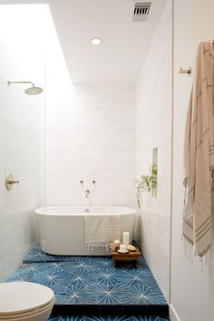 Shocking Shower remodel before and after sinks ideas,Shower remodeling on a budget bathroom renovations tips and Shower remodeling tile small bathrooms tips. Modern White Bathroom, Modern Bathroom Decor, Bathroom Styling, Bathroom Interior Design, Small Bathroom, Master Bathroom, Bathroom Ideas, Master Shower, Bathroom Colors