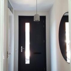 De make-over van onze hal en toilet met verf van Farrow & Ball | Huizedop House Entrance, Farrow Ball, Candle Sconces, Blue Grey, Toilet, Interior Decorating, Decorating Ideas, Home Improvement, Wall Lights