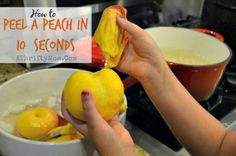 This has to be the fastest and easiest way to peel a peach in 10 seconds. Check out these super yummy Peach Recipes: Easy Peach Cobbler- http:/. Cooking For A Group, New Cooking, Cooking Tips, Cooking Steak, Cooking Bacon, Cooking Chef, Cooking Games, Freezer Cooking, Cooking Videos