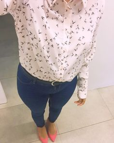Early bird at the office.  . . . . #ootd#look#lootd#birds#shirt#outfit#work#jeans#blog#vsco#fms_tiny#fashion#女の子#ファッション#洋服#amerindia#blog#closet#l4l#primark #primarkadictas #thesocialgirls #closet #inspo#outfitoftheday #lookoftheday #lookbook #spain#igersmurcia#murcia