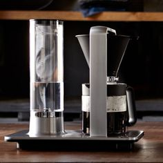 Designed by world champion barista Tim Wendelboe, the Wilfa Precision reflects the simple yet state-of-the-art brew technology of Norway's avid coffee culture. Best Espresso, Espresso Coffee, Drip Coffee, Coffee Talk, Espresso Machine Reviews, Espresso Maker, Coffee Maker, Cafetiere Design, Eco Design