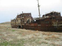 大規模に水が干上がり、数多くの座礁船が湖底に放置されているアラル海の写真20枚 - DNA