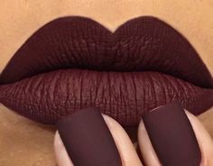 30 überlegene Lippenstiftfarben - Make-up - glitter nails summer Burgundy Nail Polish, Plum Nails, Nail Polish Colors, Color Nails, Simple Everyday Makeup, Everyday Makeup Tutorials, Nude Colors, Lip Colors, Lip Whip