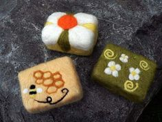 Needle Felting: Felted Soaps with Needle Felted Flowers by Jen Webster | LIVING FELT Blog!