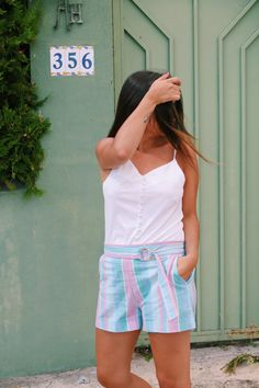 striped shorts, white top  #outfit #summer More on: http://www.littleblackcoconut.com/