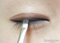 (画像9/11) 平筆でラインをぼかしてナチュラルに/写真:MAKO(C)モデルプレス - アイプチにさよなら!全一重女子に贈る新しい一重メイク Asian Make Up, Eye Make Up, Beauty Make Up, Hair Beauty, Gradient Lips, Asian Eye Makeup, Hair Arrange, Diy Makeup, Minimal Fashion