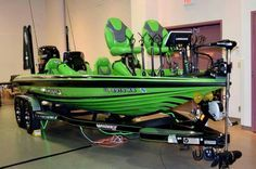 A bass boat that fits on my color range. Awesome looking color and has a great motor on it. Love the power poles. Would look great with some led bars around the front deck for night fishing Kayak Fishing Tips, Bass Fishing Boats, Crappie Fishing, Fishing Tackle, Fishing Lures, Bass Boat Ideas, Flat Bottom Boats, Boat Dealer, Runabout Boat