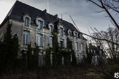 Castle Evrard - Urbex Session: An Abandoned World