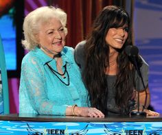 Sandra Bullock And Betty White Dancing Get Low   Sandy the best actres...
