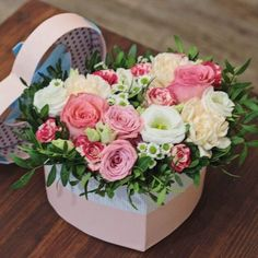 Red Flower Arrangements, Flower Arrangement Designs, Flower Box Gift, Flower Boxes, Raindrops And Roses, Happy Birthday Flower, Bouquet Wrap, Box Roses, Flower Boutique