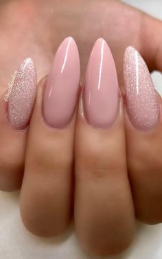 45 Designs with Nude Nail Polish 45 Designs with Nude Nail Polish Trendy Nail Art, Stylish Nails, Nail Polish Designs, Nail Polish Colors, Gel Polish, Pink Nails, My Nails, Nude Nails With Glitter, Gradient Nails