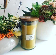 Et si on s'allumait une petite WoodWick Pear Cider en cette fin de week-end? ( @domowaprzystan) ・・・ #domowaprzystan #woodwick #pearcider #pear #gruszka #jesien #autumn #fall #scent #fragrance #candle #candles #swieca #swiece #zapach #flowers #homedecor #decor #homedesign #home #dom #wystrojwnetrz #interiordecor #interior #cocooning #poire #bougieparfumée #fleurs #fleuriste