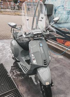 Vespa Motor Scooters, Nardo Grey, Vespa Sprint, Future Transportation, Pedal Cars, Art Design, Types Of Fashion Styles, Motor Car, Peugeot
