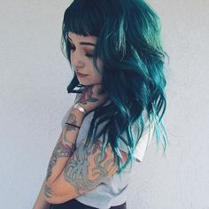 Amazing turquoise wavy hair style with extensions~ love this