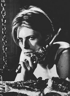 thedoppelganger:    David Bowie, The Man Who Fell to Earth, Nicolas Roeg, 1976