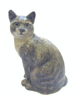 A Poole Pottery Barbara Linley Adams stoneware model of a Seated Cat. Пул Керамика Барбара Линли Адамс керамики модель Сидящая Кат.. Estimate: 80 GBP - 100 GBP