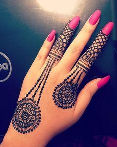 Mehndi is something that every girl want. Arabic mehndi design is another beautiful mehndi design. We will show Arabic Mehndi Designs. Best Arabic Mehndi Designs, Finger Henna Designs, Mehndi Designs For Girls, Mehndi Designs For Beginners, Modern Mehndi Designs, Mehndi Designs For Fingers, Wedding Mehndi Designs, Henna Tattoo Designs, Mehandi Designs New