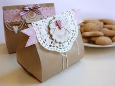 30 DIY Gift Wrapping Examples for Valentine's Day Cookie Packaging, Gift Packaging, Packaging Ideas, Homemade Gifts, Diy Gifts, Stampin Up Weihnachten, Paper Bag Crafts, Paper Bags, Diy Cadeau