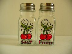 Reserved for KATIE - Hand painted salt and pepper shakers: Rockabilly Cherries Rockabilly Decor, Rockabilly Baby, Apple Kitchen Decor, Cherry Kitchen, Vintage Theme, Vintage Ads, Caravan Decor, Pin Up, Painted Wine Glasses