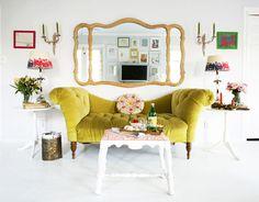 VINTAGE & CHIC: decoración vintage para tu casa [] vintage home decor: Ese sofá mostaza... [] This mustard sofa...
